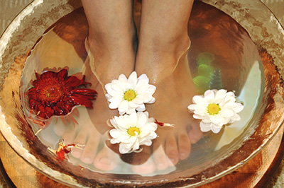 feet_massage_nouveau_salon_and_day_spa